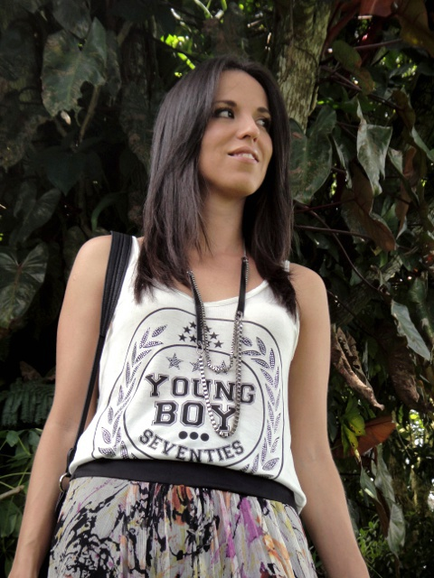 girly skirt & t-shirt: Outfit en blog de moda Desde el Trópico