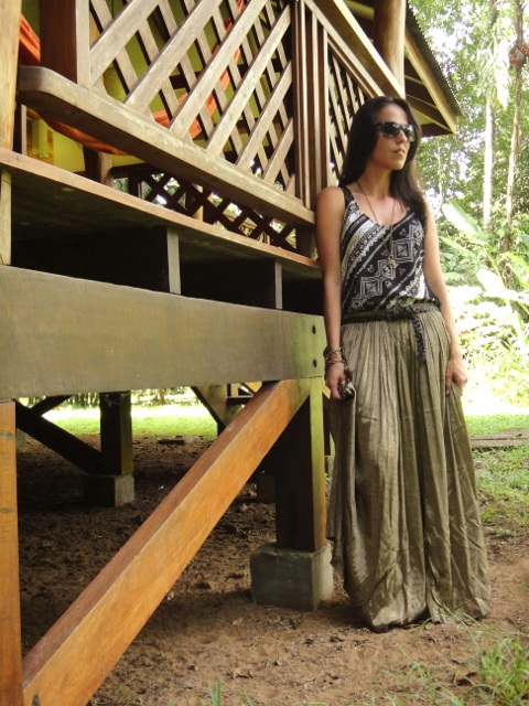Maxi-skirt- and-tribal-printed-blouse.Fashion-blog-Desde-el-Trópico