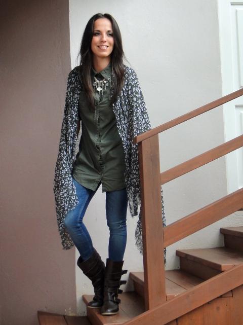 outfit-con-jeggings-camisa-estilo-militar-con-cuello-cerrado-y-collar-tendencias-otoño-invierno-2011-en-blog-de-moda-Desde-el-Trópico