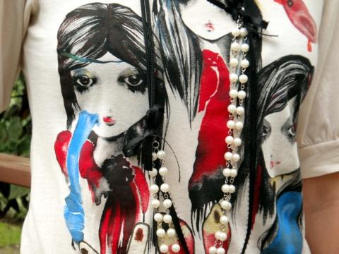 Look-con-camiseta-estampada-y-collar-de-un-DIY-en-blog-de-moda-Desde-el-Trópico