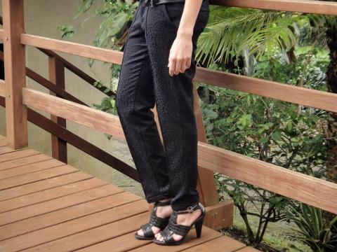 outfit-look-casual-con-pantalón-de-vestir-y-biker-jacket-en-el-blog-de-moda-Desde-el-Trópico