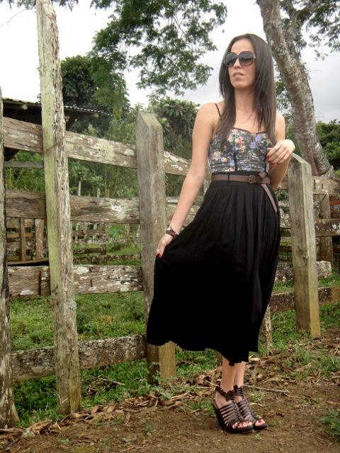Outfit-esyilo-lady-like-con-falda-midi-y-blusa-estilo-corsé-Blog-de-moda-Desde-el-Trópico