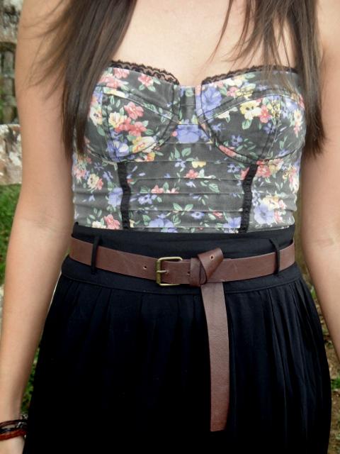 detalle-blusa-estilo-corsé-y-falda-Blog-de-moda-Desde-el-Trópico