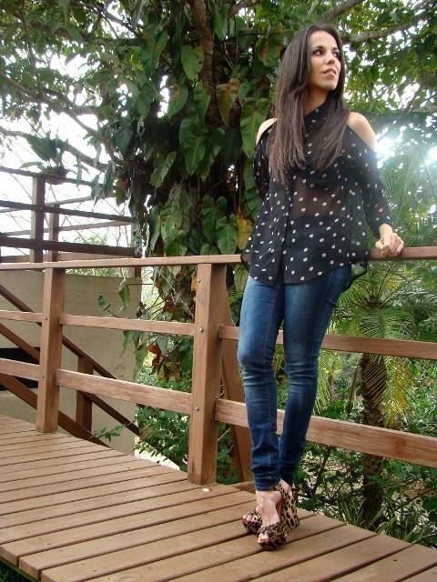 look-con-blusa-transparente-de-lunares-y-zapatos-con-estampado-de-leopardo-en-blog-de-moda-y-personal-style-Desde-el-Trópico