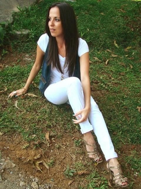 outfit-en-blanco-denim-y-dorado-en-blog-de-moda-y-personal-style-Desde-el-Trópico