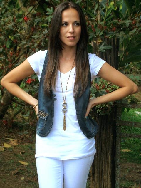outfit-en-blanco-dorado-y-denim-en-blog-de-moda-y-personal-style-Desde-el-Trópico