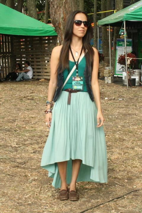 Look con falda color menta para el primer día del Festival Imperial