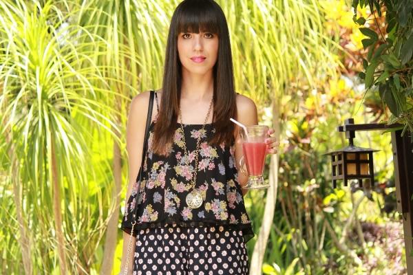 outfit-con-top-corto-holgado-de-estampado-floral