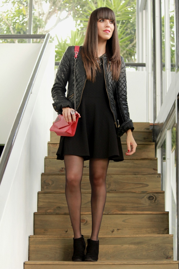 Un look con minivestido negro y botines - Blog de Moda Costa Rica - Fashion Blog