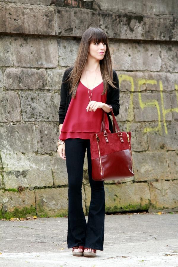 Outfit en tendencia con jeans campana y tres prendas vino - Blog de Moda Costa Rica - Fashion Blog