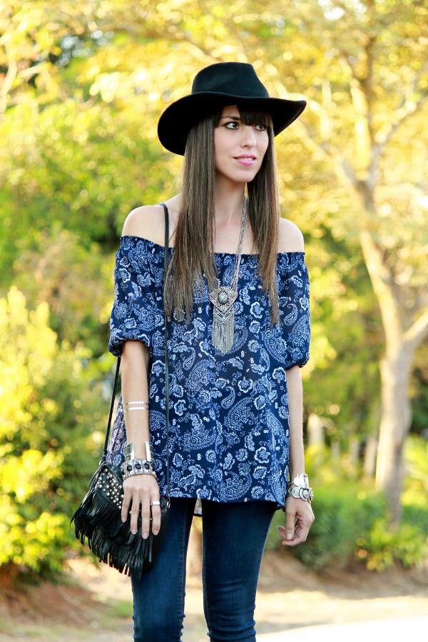http://desdeeltropico.com/wp-content/uploads/2015/01/look-boho-con-blusa-estampada-y-sombrero.jpg