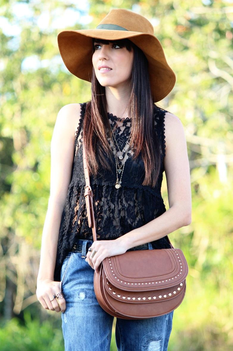 Blusa negra de encaje en un look para el du00eda - Blog de Moda Costa Rica - Fashion Blog