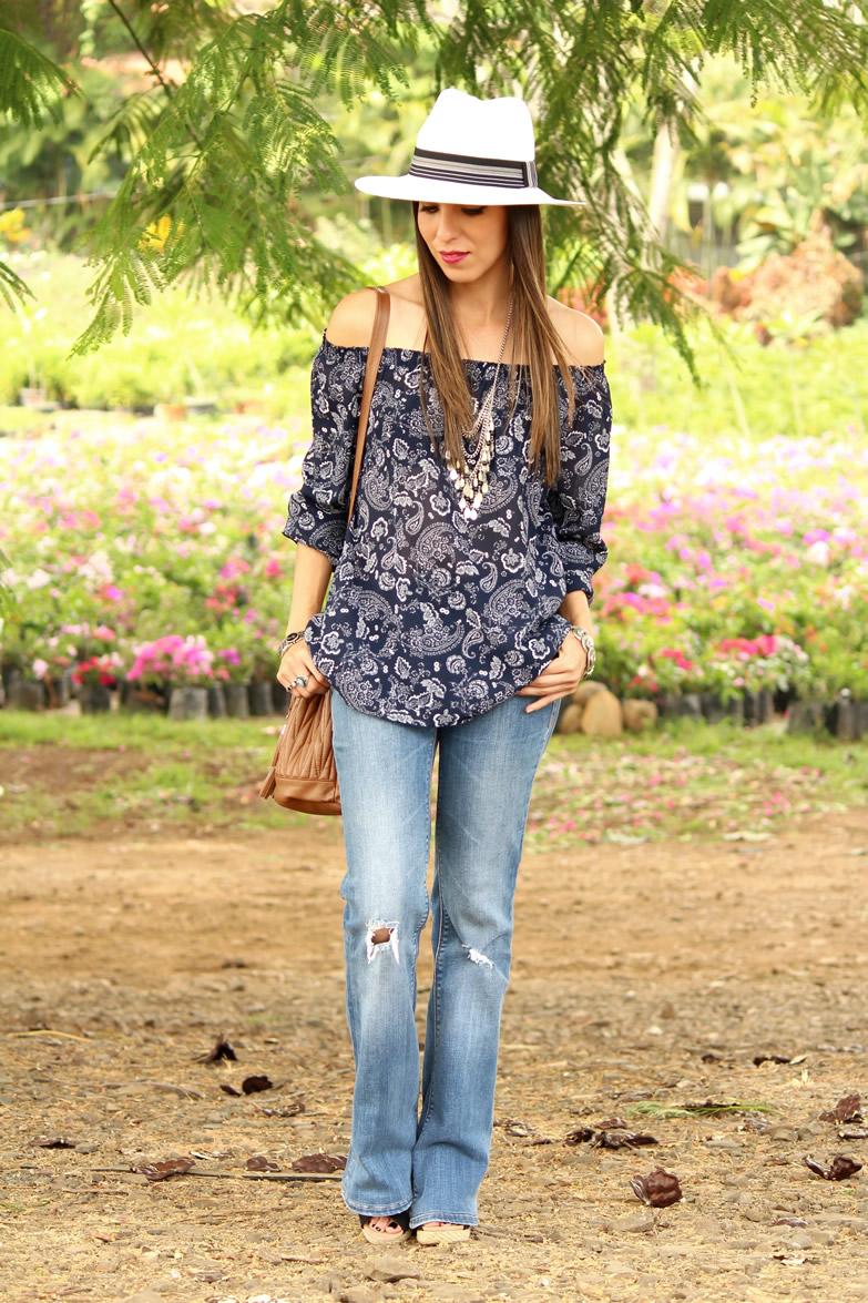 5578c03960 blusa de hombros descubiertos y manga larga y jeans de pierna ancha