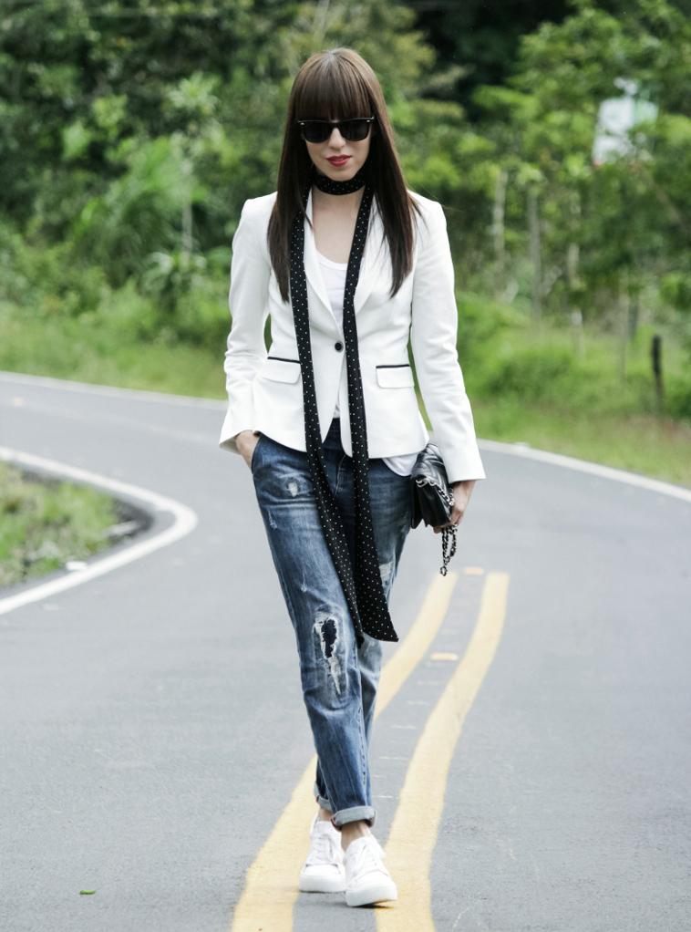 Galeria-outfit-casual-con-blazer-jeans-y-tenis - Blog de Moda Costa Rica - Fashion Blog