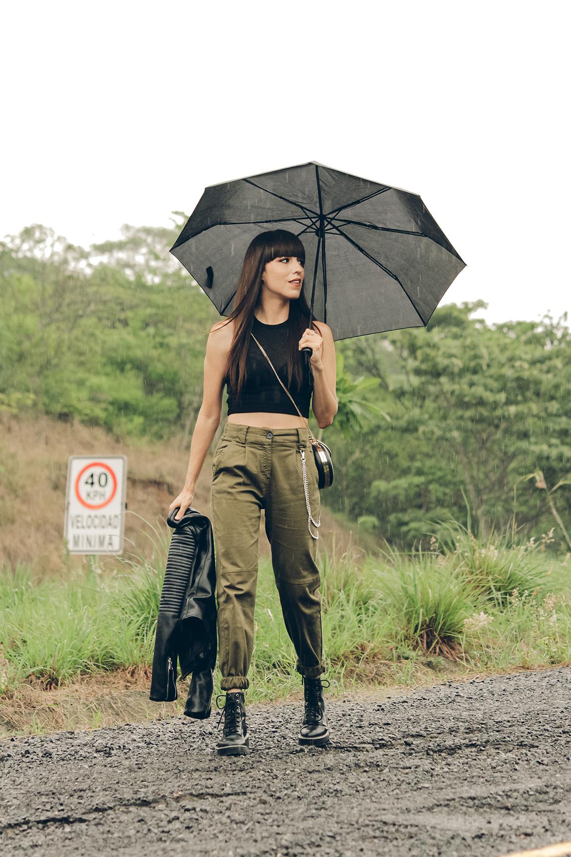 Pantalones Cargo Botas Estilo Militar Top Y Biker Jacket Blog De Moda Belleza Y Estilo De Vida